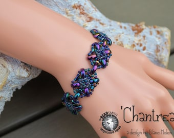 Tutorial / beading pattern Chantrea with half moon beads and various seed beads.