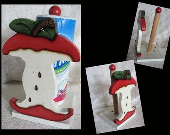 Apple paper Towel Holder,Country Apple Decor,Apple Kitchens,Wood Apples,Painted Wood Apple,Country Kitchen,Country Apples,Housewarming Gifts