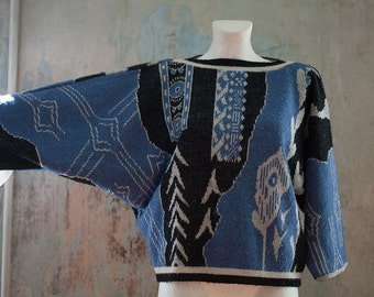 90s vintage woman blue black sleeve sweater/  abstract print  wool acrylic  3/4 sleeve sweater made in France /  L free size
