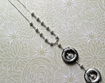 Necklace magic beads on silver plated chain