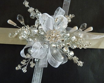 Snowflake wrist corsage, winter wrist corsage, bridesmaids wrist corsage, wristlet, Christmas weddin, winter wedding