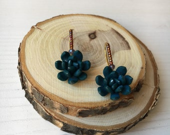 Earrings with succulent