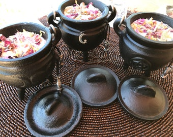 Cauldron Soy Candle w/ Lid,Triple Moon,Triquetra,Pentagram,Ritual Candle with petals and Quartz Crystals