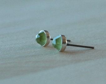 Rose Cut Peridot Gemstone 6mm Bezel Set on Niobium or Titanium Posts (Hypoallergenic Stud Earrings for Sensitive Ears)