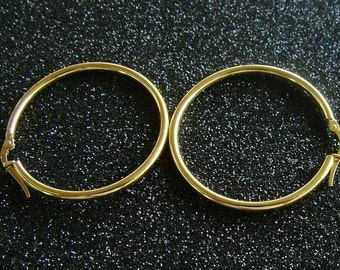 Gold hoop earrings in 9K solid gold