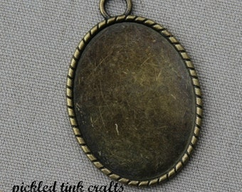 Oval Bezel/Pendant with Roper Border, Brass, 2 inches tall