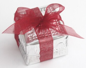 Gift wrap add-on , additional tiny Aluminum Box with bow. Available only if ordered together with a piece of jewelery.