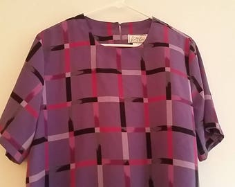 Vintage Kathy Che Womens Size Medium Top Short Sleeve Purple Jewel Neckline Key Hole Back Blouse