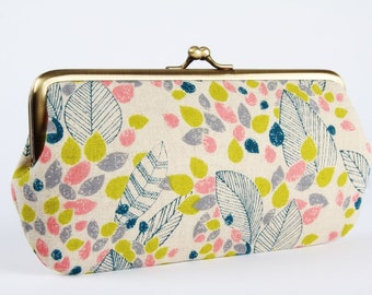 Frame purse with two sections - Leaves in lime grey and pink - Wowlet / Kisslock wallet / Japanese fabric / green peach slate