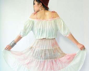 SELTENE Vintage 70er PHOOL Carmen-Ausschnitt Kleid Boho drapiert Gaze Indien Kleid / Aquarell Print Kleid / Gypsy Festival Bauer so Kleid