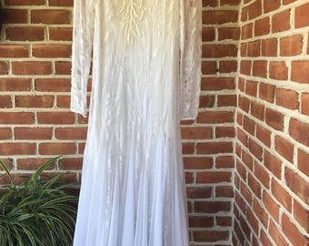 Stunning Vintage Lace Antique Wedding Gown with Delicate Appliques