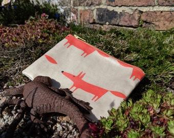 Zipped fox pouch