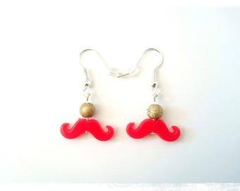 Boucles d'oreilles pendantes fantaisie prix mini perles dorées moustaches rouges