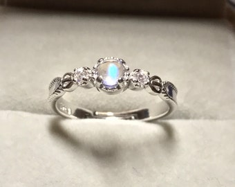 Round Moonstone Ring Sterling silver, Christmas Gift, stone ring, 925 sterling silver, moonstone Silver Ring