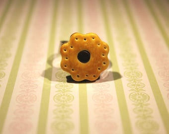 Biscuit chocolate flavor with polymer clay flower ring