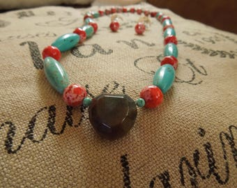 """Necklace: Beautiful african """"Jade"""" Heart, magnesite and howlite"""