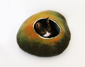 Cat Bed Cave Pet cat bedding Felted Wool autumn fall inspired with FREE toy ball