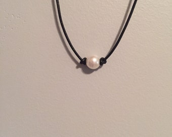 1 single pearl choker/necklace