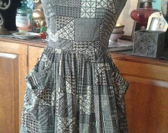 Charming vintage '50 '60s Sears Kerrybrooke Cotton Print Circle Dress. Swing! Figure flattering. Great buttons! Pockets! Sm