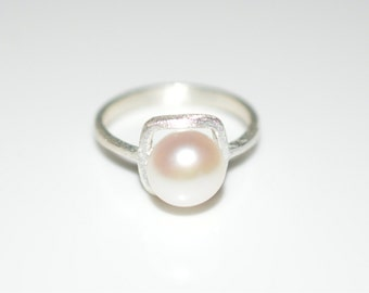 Size 9 Silver Pearl Ring with Satin Matte Finish - Sterling Silver Ring with White Fresh Water Pearl