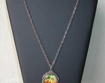 """Long collier pendentif en porcelaine """"couple période de la Renaissance"""""""