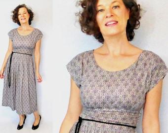 """1940s Dress / 40s Dress / Day Dress / 40s Day Dress / 1940s Day Dress / Novelty Print Dress / World War II Dress / House Dress / W 26"""""""