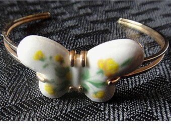 Vintage 1978 AVON Porcelain Butterfly & Gold Tone Metal Open Bangle / Cuff Bracelet (1550)