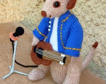 Wedding: Meerkat musician and his guitar to crochet
