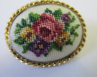 Vintage gold tone cross stitched floral  brooch brooch no markings