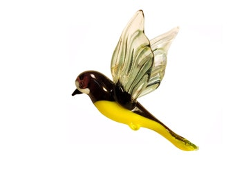 Decorative hanging art figure of a bird outside the window of your home-tit Neugierig
