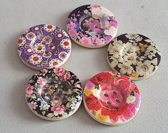 10 2.5 cm printed floral wooden buttons