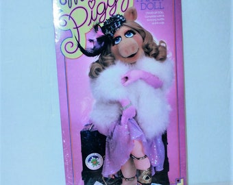 Miss Piggy Colorforms Paper Doll Stand Up Doll with 6 Stunning Outfits Sealed Vintage 1980