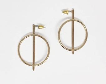 Round bar stud earring