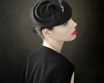 20's Flapper Style Black Felt Fascinator with Peacock Feather - Zelda