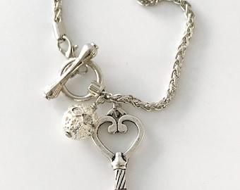 Skeleton Key Bracelet - Valentine Bracelet for Girlfriend - silver key - toggle clasp bracelet