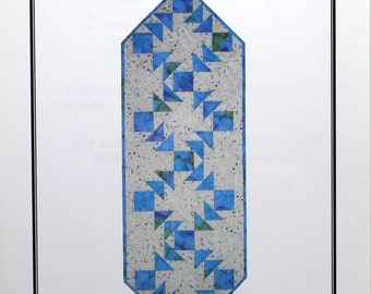 Crazy Eights, a quilted table runner pattern by Far-Flung Quilts.