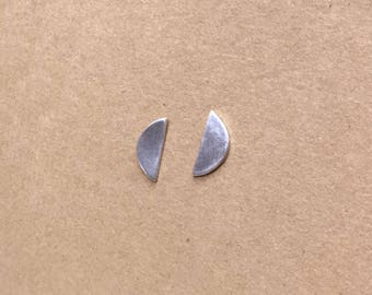 Half stud earring - simple/silver/dainty/everyday/semi circle