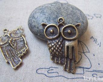 10 pcs of Antique Bronze Owl Charms 24x35mm A4812