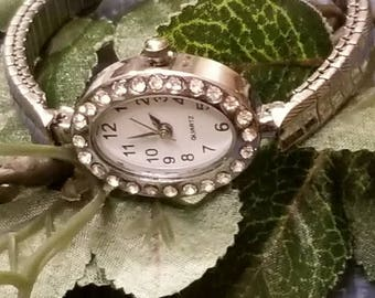Rhinestone Quarts, Ladies Wristwatch,  Battery Operated, Silver, Classic Band, NEW Battery, Stretch Band, Oval Face, Rhinestone Accents