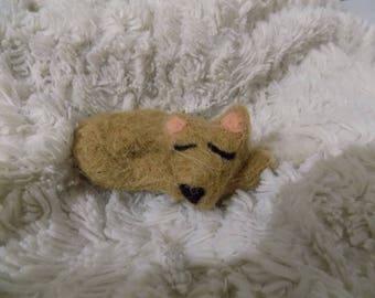 Light brown sleeping Fox felted keychain