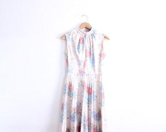 Pretty Pleated Flower 70s Dress
