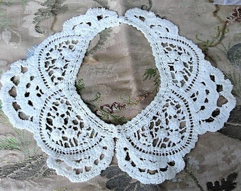 LOVELY Antique French Lace Collar, Dress Accessory Creamy Off White, Seed Pearls, Perfect Over Sweater Collectible Vintage Clothing