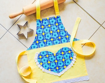 Toddlers & Kids Apron yellow, girls kitchen baking craft art play apron, toddler girls lined cotton apron/pinny with lace heart daisy pocket