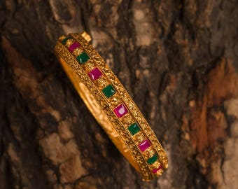 VAISHNAVI BANGLES | Indian jewelry | Temple kundan gold jewelry | Bangles
