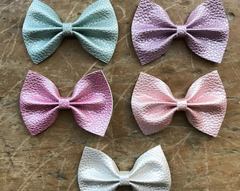 Pastel leather large classic bows