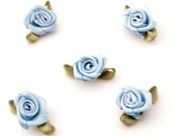 19 roses with green/blue fabric with hole for threading 23x13m dimensions