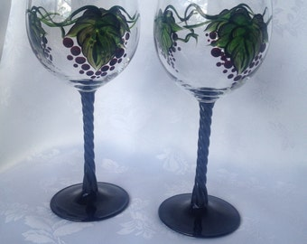 Set of 2 grapes wine glasses for red wine. With black twisted stem , 10 1/2 oz capacity, great gift idea.