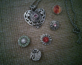 Heart necklace with interchangeable snaps