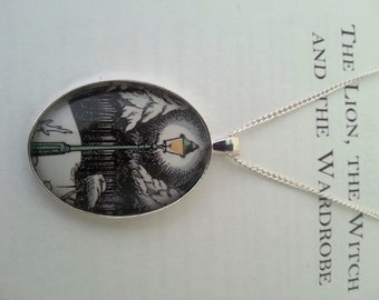 Narnia Lamp Post Bookpage Necklace