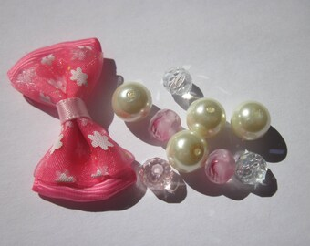 10 round glass beads and matching bow (P4)